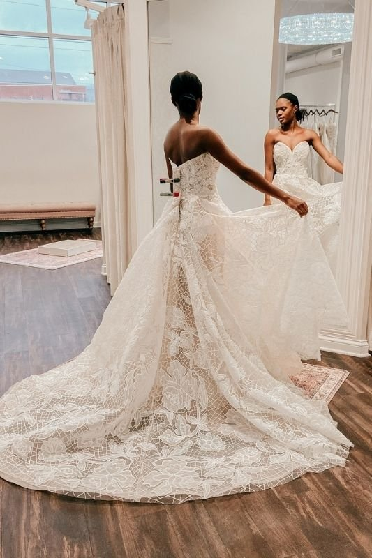 bride at her bridal appointment