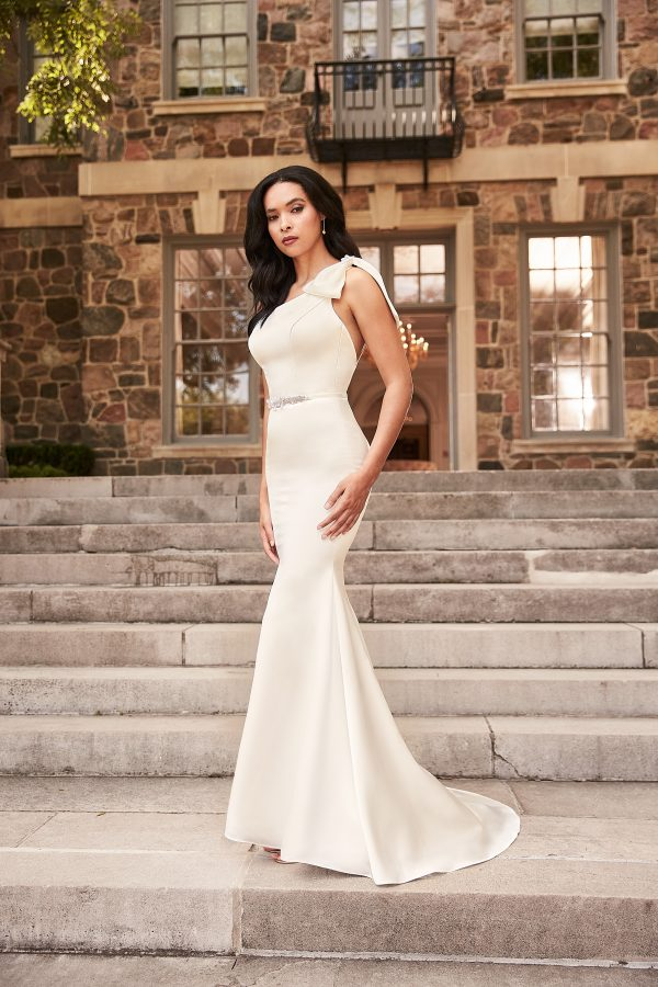 satin wedding dress with bow for bride