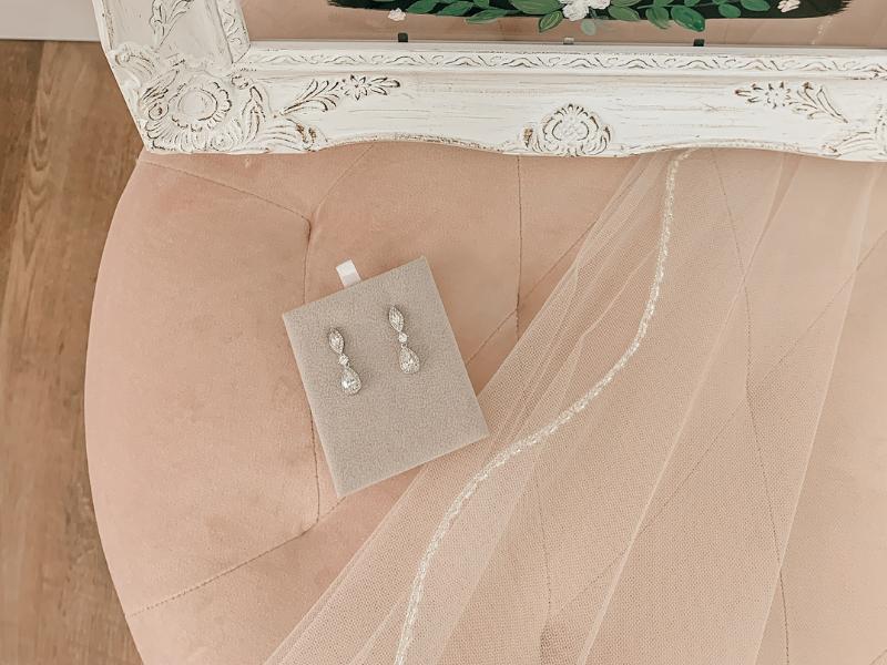 wedding accessorizing with jewelry