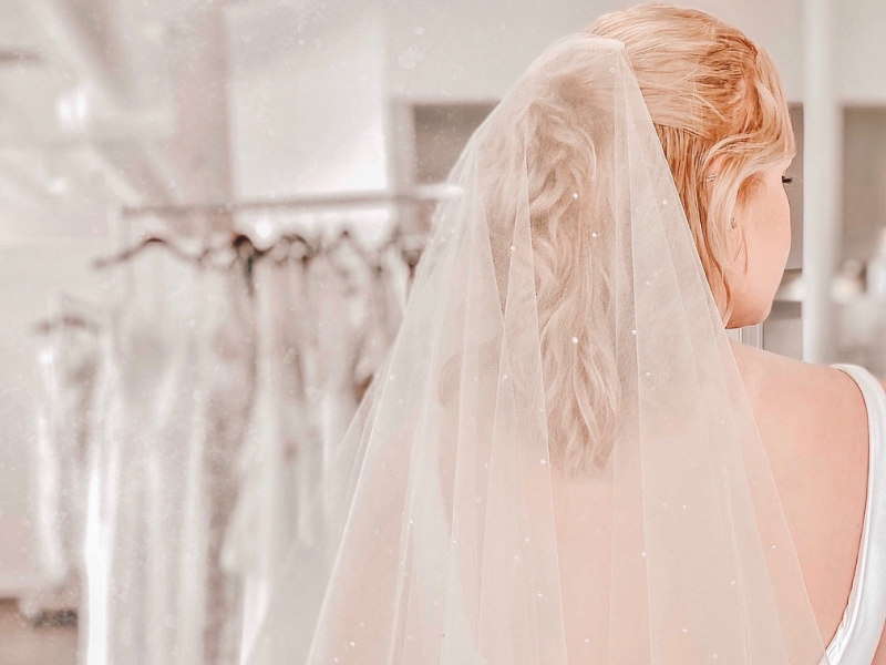 beautiful pearl veil for accessorizing your wedding dress