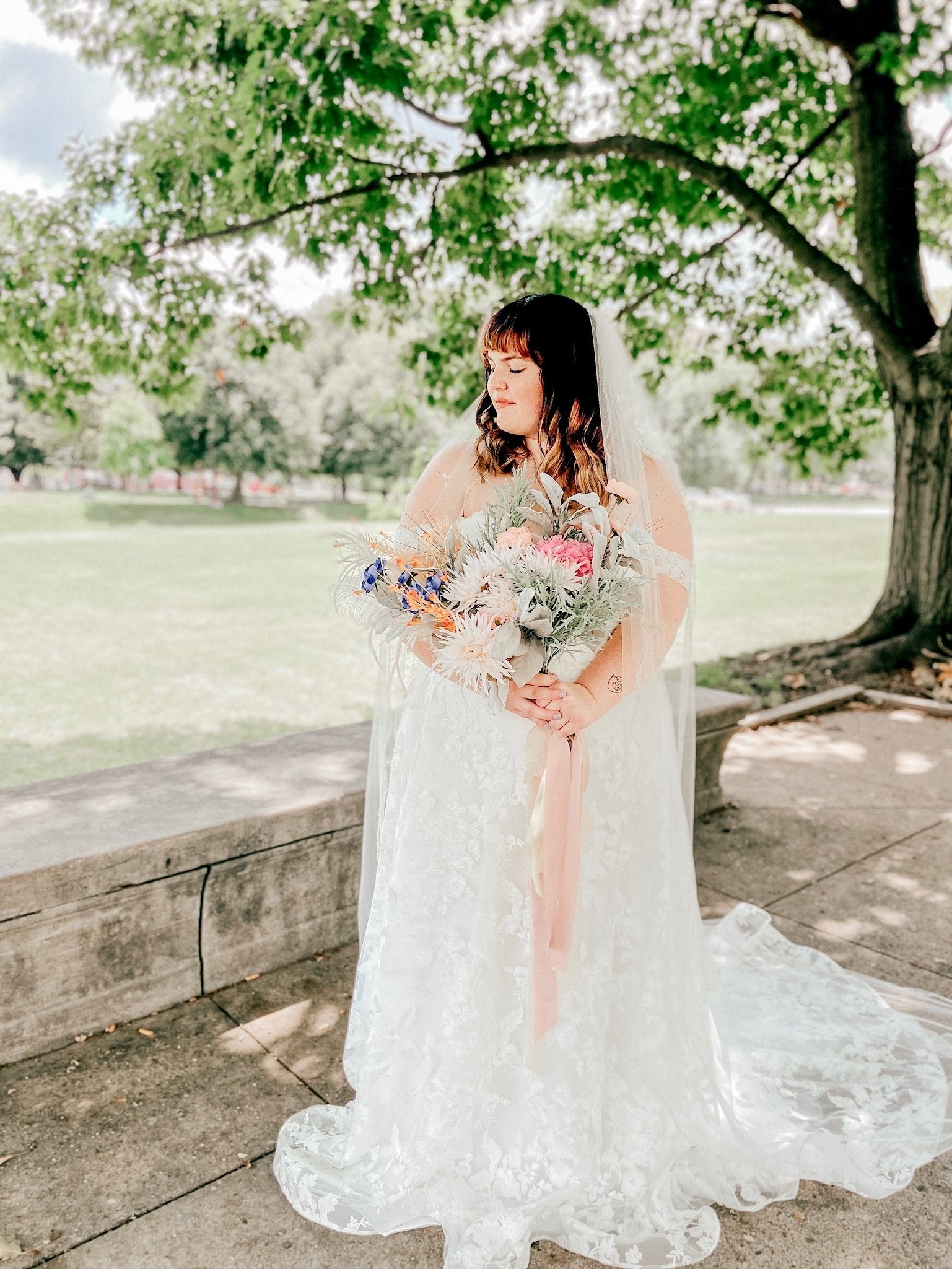 wedding photo with a veil and bouquet of flowers