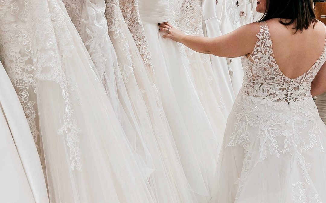 5 Benefits of Shopping a Wedding Dress Sample Sale
