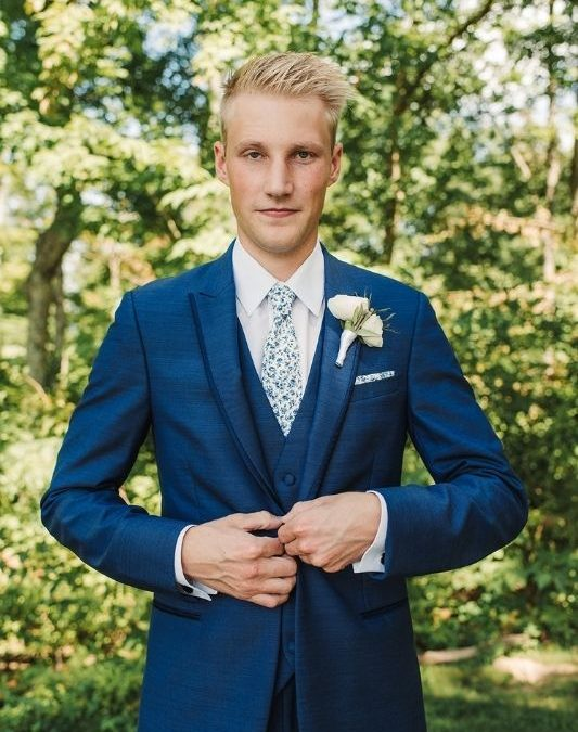 How to Pick out the Perfect Groom Attire